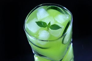 550px-Make-a-Cucumber-Mojito-Intro